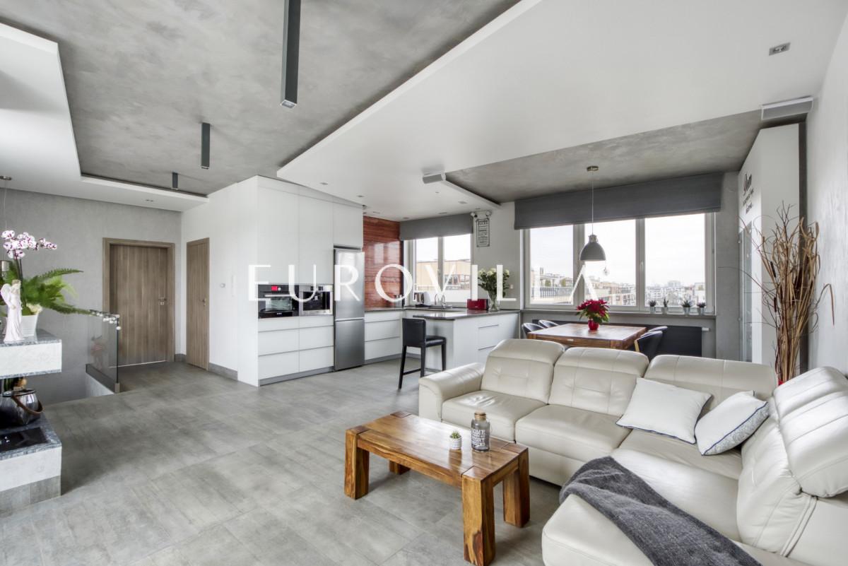 Gotowy penthouse, cichy słoneczny z klimatyzacją