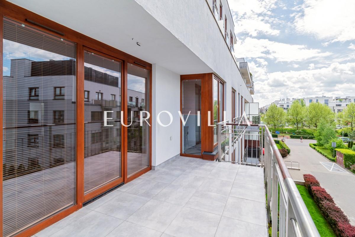 Apartament z 2 tarasami, z widokiem na zieleń